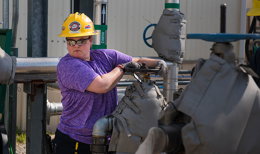 A Blue Grass Chemical Agent-Destruction Pilot Plant operator opens a valve to allow demineralized water to flow into the plant's 40,000-gallon Process Water Tank.